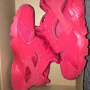 Red huaraches 🔴